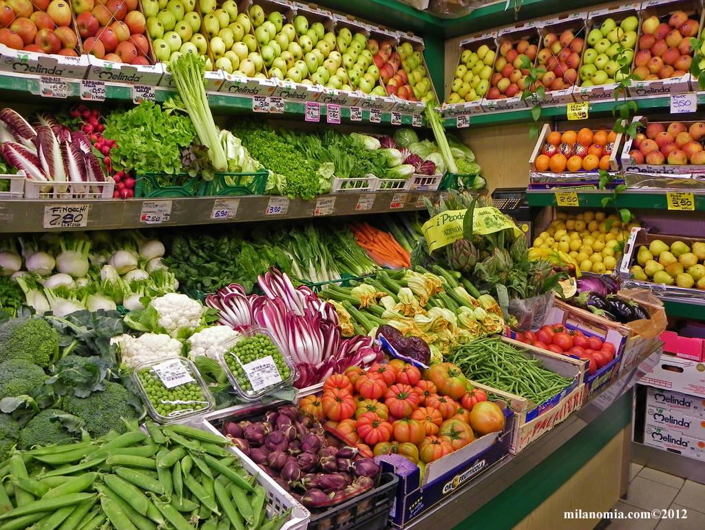 Campagna 2015 bene per fragole patate carote e peperoni for Idee per arredare un negozio di frutta e verdura