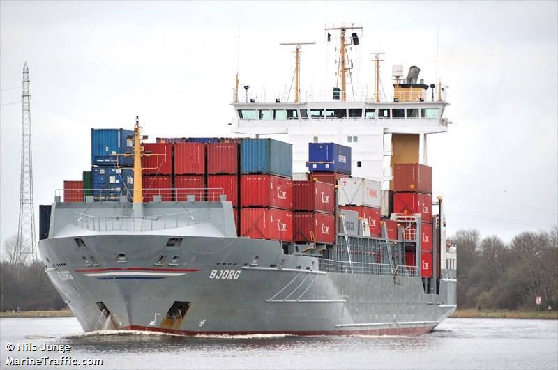 Per portare a termine la spedizione di ortofrutta in Cina, si è reso necessario il cambio in corsa dei porti di destinazione