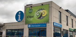 Affissioni per il kiwi Sweeki a Madrid