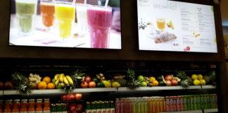 Il banco del JuiceBar nella stazione Ponte di Novara di Chef Express