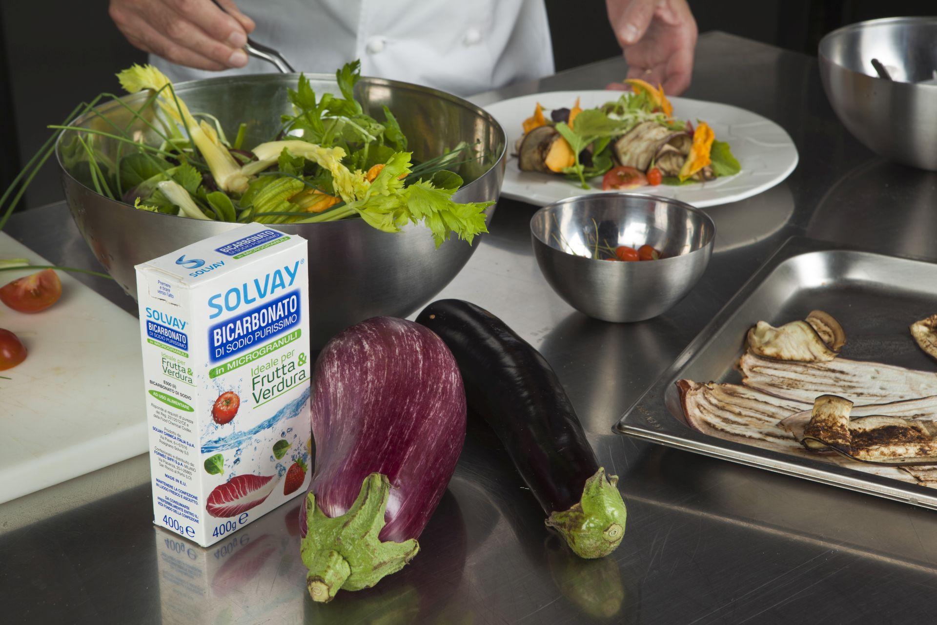 Lavare frutta e verdura con il bicarbonato Solvay