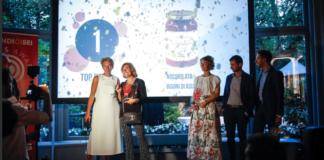 Cristina Lazzati, direttore di Gdoweek, con il vincitore assoluto dei Brands Award 2017, Rigoni di Asiago Nocciolata