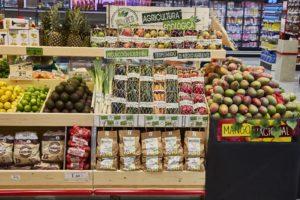 Supermercati Ahorramas, a Madrid, lineare di frutta e verdura ecologica Biovivo ©GUILLERMO NAVARRO