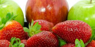 Fragole già disponibili a febbraio nei reparti del fresco dei supermercati, anche con la Candonga: il clima caldo sempre più protagonista