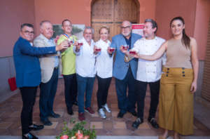 Brindisi per l'inaugurazione della campagna di raccolta della melagrana Mollar de Elche, con lo chef Albert Adrià