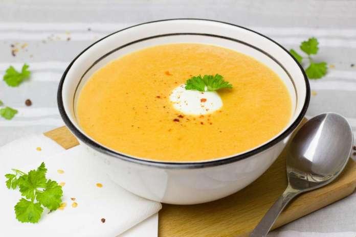 Crema di carote: il consumo regolare di frutta e verdure difende da molte malattie