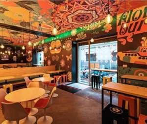 Il coloratissimo locale di Flower Burger aperto a Milano, in via Tortona, nel distretto della moda e del design