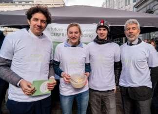 I radicali Marco Cappato e Marco Perduca a Bruxelles promuovono la tecnica Crispr di genome editing con un atto di disobbedienza civile