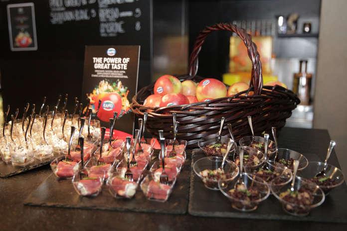 La mela Kanzi prodotta dai Consorzi VOG e VI.P, in Alto Adige, ha gusto succoso e croccante e piace a un consumatore giovane