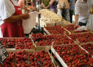 Scendono i prezzi delle fragole dopo i forti aumenti della scorsa settimana, dovuti a una forte domanda per le alte temperature
