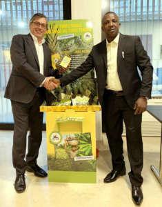Andrea Bertoldi, il direttore generale di Brio, con Egblogbe Kokou