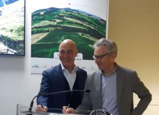 La firma del protocollo di intesa siglata dai due presidenti delle OI del Nord e Centro-Sud, Tiberio Rabboni e Guglielmo Vaccaro