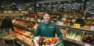 Morrisons lancia la vendita di frutta e verdure sfuse o da mettere nei sacchetti di carta riciclabile fornita dallo stesso retailer