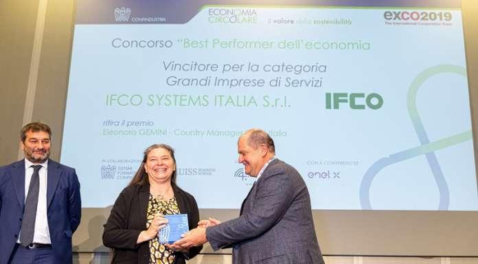 La cerimonia di premiazione a Roma, con il riconoscimento assegnato da Confindustria ritirato da Eleonora Gemini, direttore generale di IFCO SYSTEMS Italia