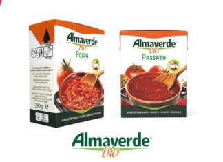 La polpa e la passata di pomodoro a marchio Almaverde bio: il packaging è in Tetra Recart, che utilizza il 69% della materia prima da fonti rinnovabili