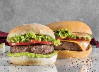 """Beyond Burger e Vegan Burger, entrambi sono preparati con la """"carne"""" food tech di Beyond Meat"""
