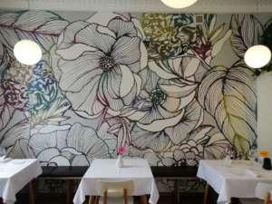 Ristorante Flora, interno con murale floreale