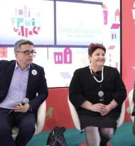 Emilio Ferrara, direttore dell'Organizzazione Produttori Terra Orti e, con la ministra dell'Agricoltura Teresa Bellanova.