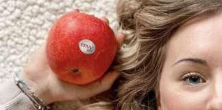 La mela club envy spicca per la buccia di colore rosso brillante