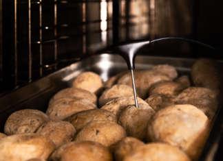 La patata di varietà Agria a polpa gialla selezionata da Eataly è prodotta ad Avezzano