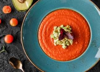 Gazpacho pomodoro e avocado: una zuppa estiva