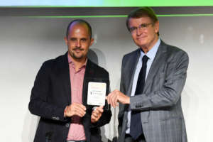 Alberto Lucchi di Cbc Biogard riceve il premio a Macfrut