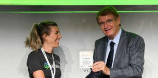 Paola Stura di Semios riceve il premio per le Biosoluzioni a Macfrut